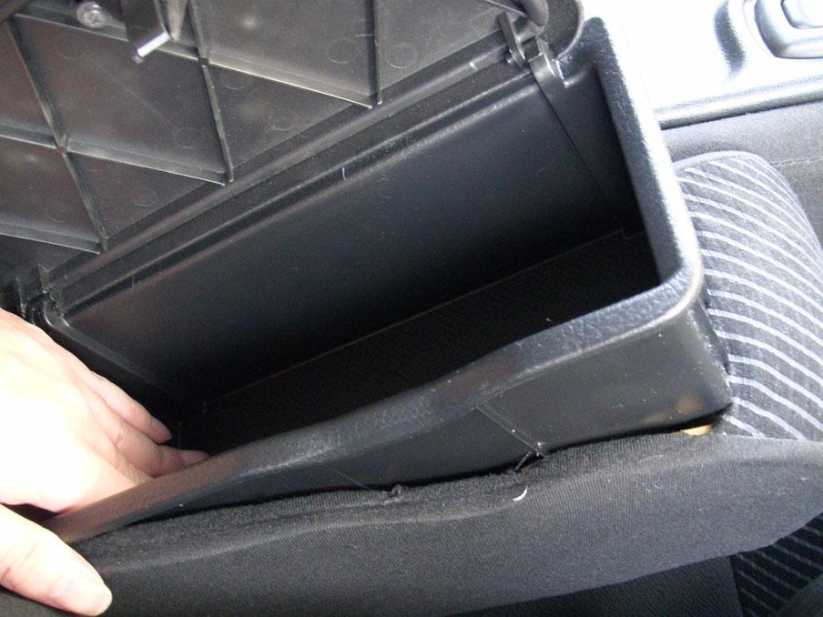 タントL375S運転席アームレストボックス新品取付け_その1