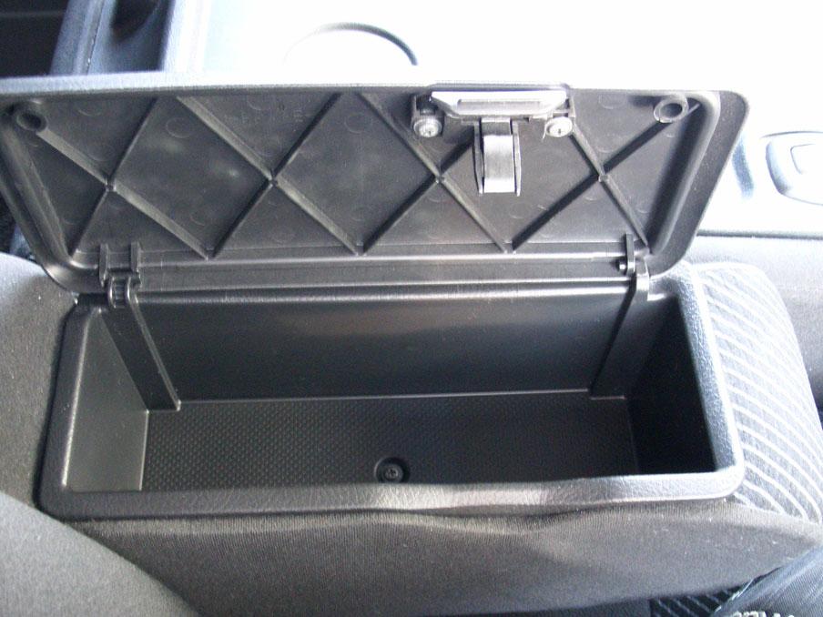 タントL375S運転席アームレストボックス新品取付け完了