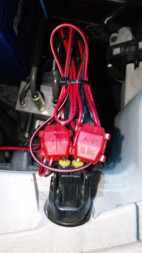 エレクトロタップでの配線接続が完了した様子