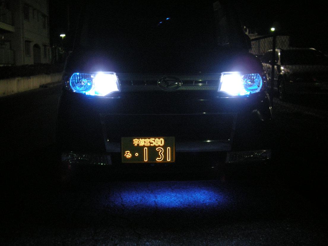 字光式ナンバー「パーフェクト」(軽自動車用)点灯(フロント正面写真)
