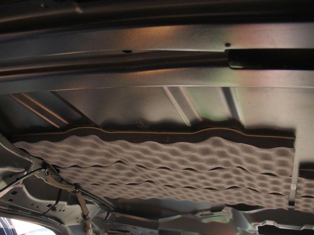 レアルシルトアブソーブをタントのルーフ(天井)へ貼る�C:貼り付け後の画像。